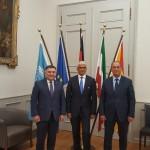 OB der Stadt Bonn Ashok Sridharan (m.), S.E. Botschafter der Republik Usbekistan Nabishon Kasimov (l.), Hokim der Stadt Buchara Karim Kamalov (r.)