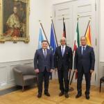 OB der Stadt Bonn Ashok Sridharan (mitte), S.E. Botschafter der Republik Usbekistan Nabijon Kasimov (links), Hokim der Stadt Buchara Karim Kamalov (rechts)