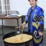 usbekische Köchin vom Generalkonsulat der Republik Usbekistan